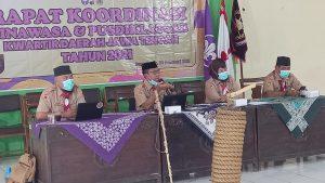 Kak Mulyono menyampaikan kegiatan pasca kursus untuk anggota dewasa Gerakan Pramuka